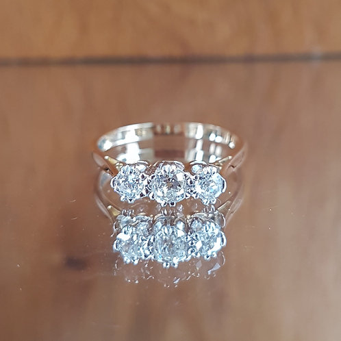 Stunning 18ct gold 3 Old cut 0.75ct diamond ring