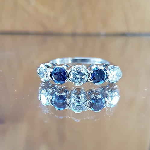 Stunning 18ct white gold 0.94ct Sapphire and 0.92ct diamond ring - Outstanding
