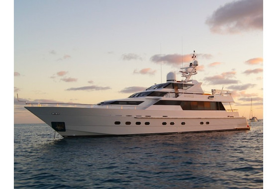 INSIDE SYDNEY'S MOST LUXURIOUS HIRE BOAT - ARTICLE