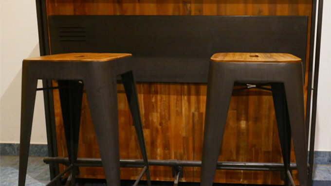 Hochwertige Bar inkl. 2 Hocker: 140cm lang, 52cm breit, 106cm hoch | Theke