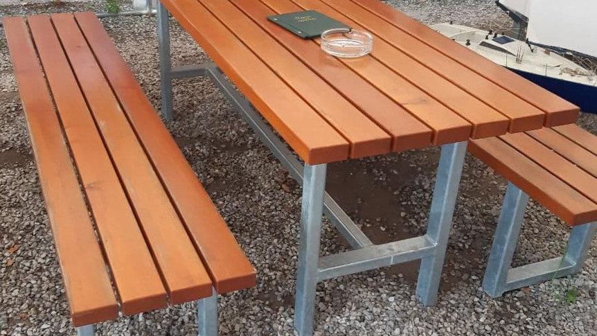 Edle Outdoor Sitzgarnitur (Lärche, verzinktes Stahlrohr)