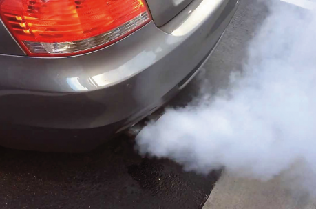 ¿Tu coche hecha humo? ¿Humo de color blanco, negro o azulado?