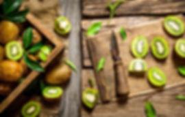 kivi-eda-frukt-green-kiwi-fruit-natural-