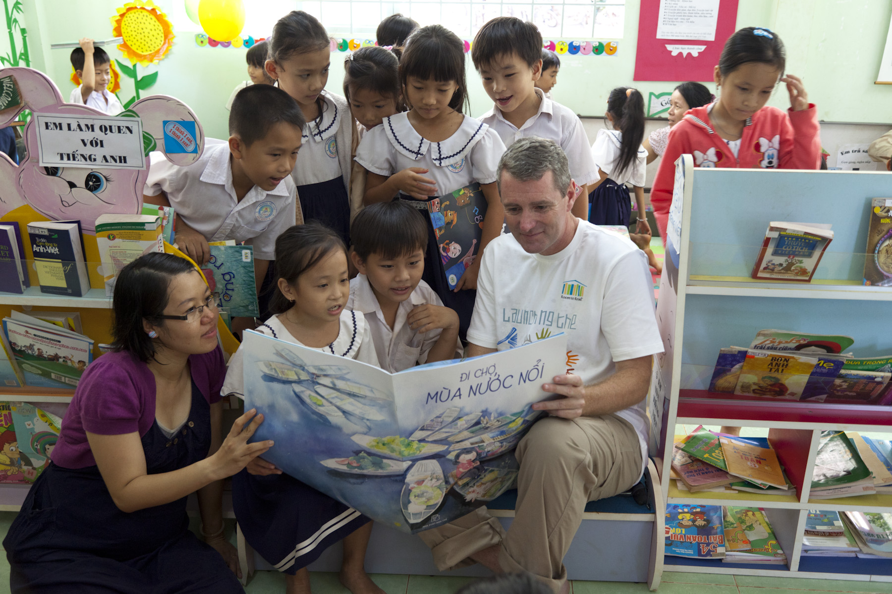 John Wood_reading to children in Vietnam