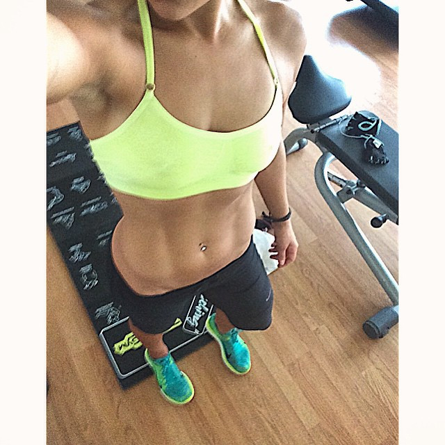 """Instagram - 💛 """"Lifting heavy weights will make you look bulky like a man""""  FALS"""