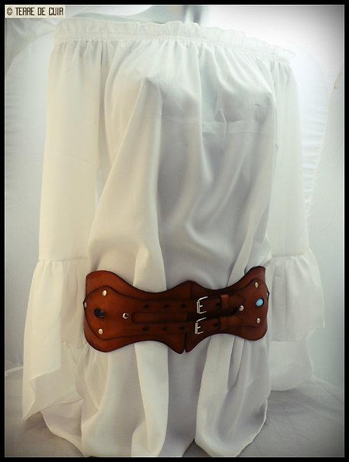 Ceinturon en cuir style corset