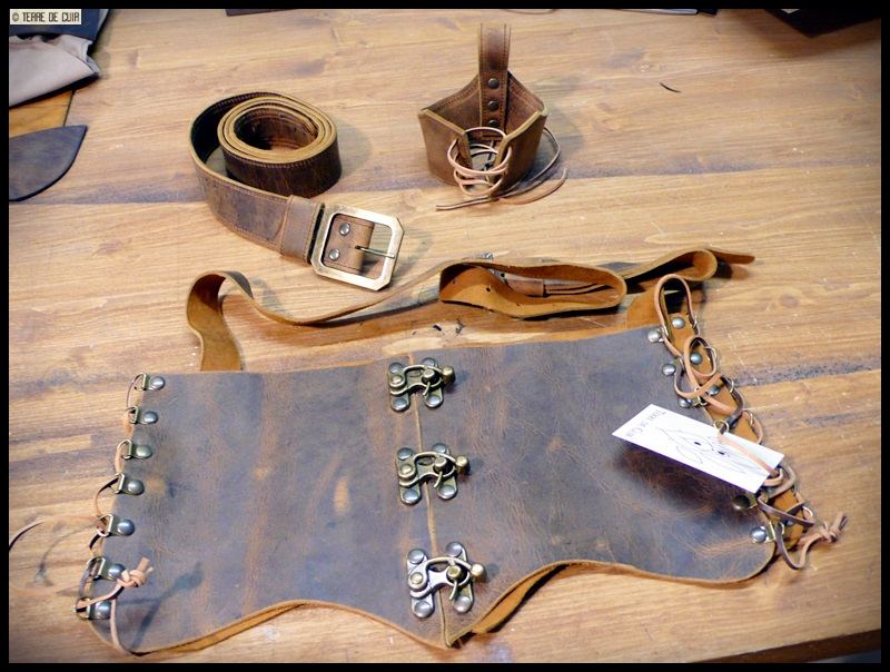 corset + ceinture + porte corne