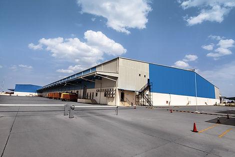building-856444_1280.jpg Image représentant la sécurité d'un site industriel et notamment une usine à rennes et saint-malo par la société d'agents de sécurité privée et sécurité incendie ATMOS sécurité Bretagne