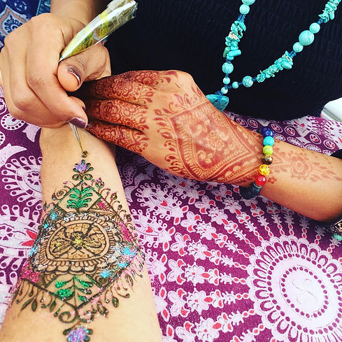 Henna in session
