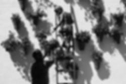 Junge auf der Leiter-Skulptur