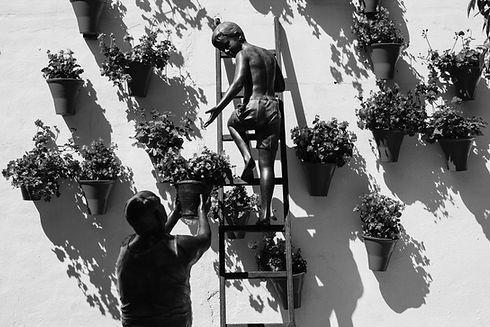 Merdiven heykel çocuk