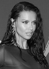 adriana-lima-s-glam-mtv-vmas-beauty-look