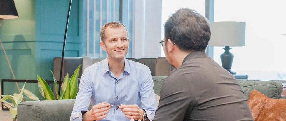 Axel Johansson coaching a client