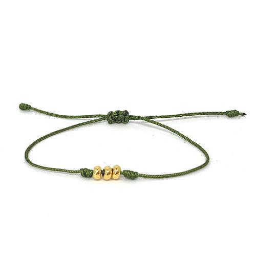 Leuk minimalistisch armbandje met drie vergulde spacers