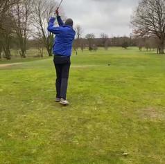 Carsten beim Abschlag beim Golfclub Gut Waldhof
