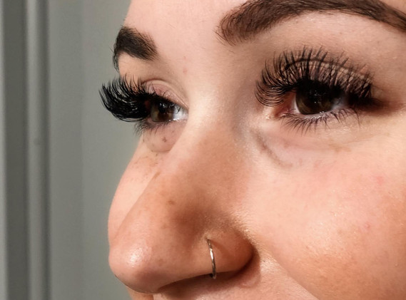 Volume Lashes by Lorie
