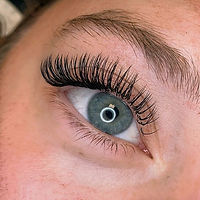 Classic lashes are always a good idea.jp