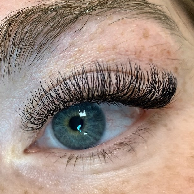 These hybrid lashes by Megan are to die
