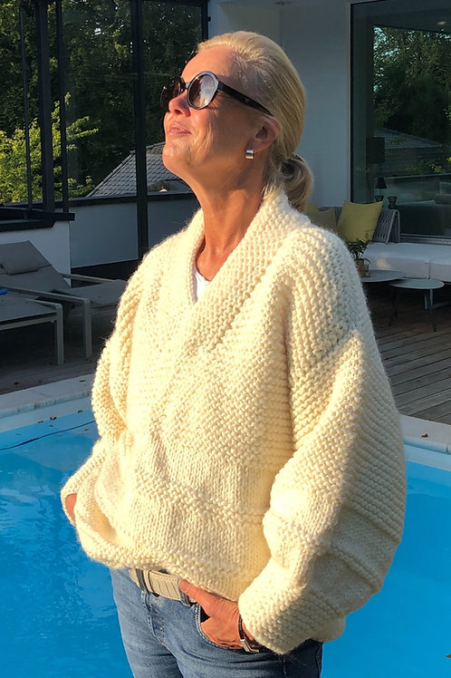 Chunky sweater knitted with bulky wool