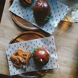 Hamburgery s bramborové čtvrtky