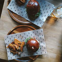 Burgers mit Potato Wedges