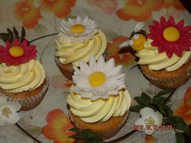 Cupcake de margaritas y abejas