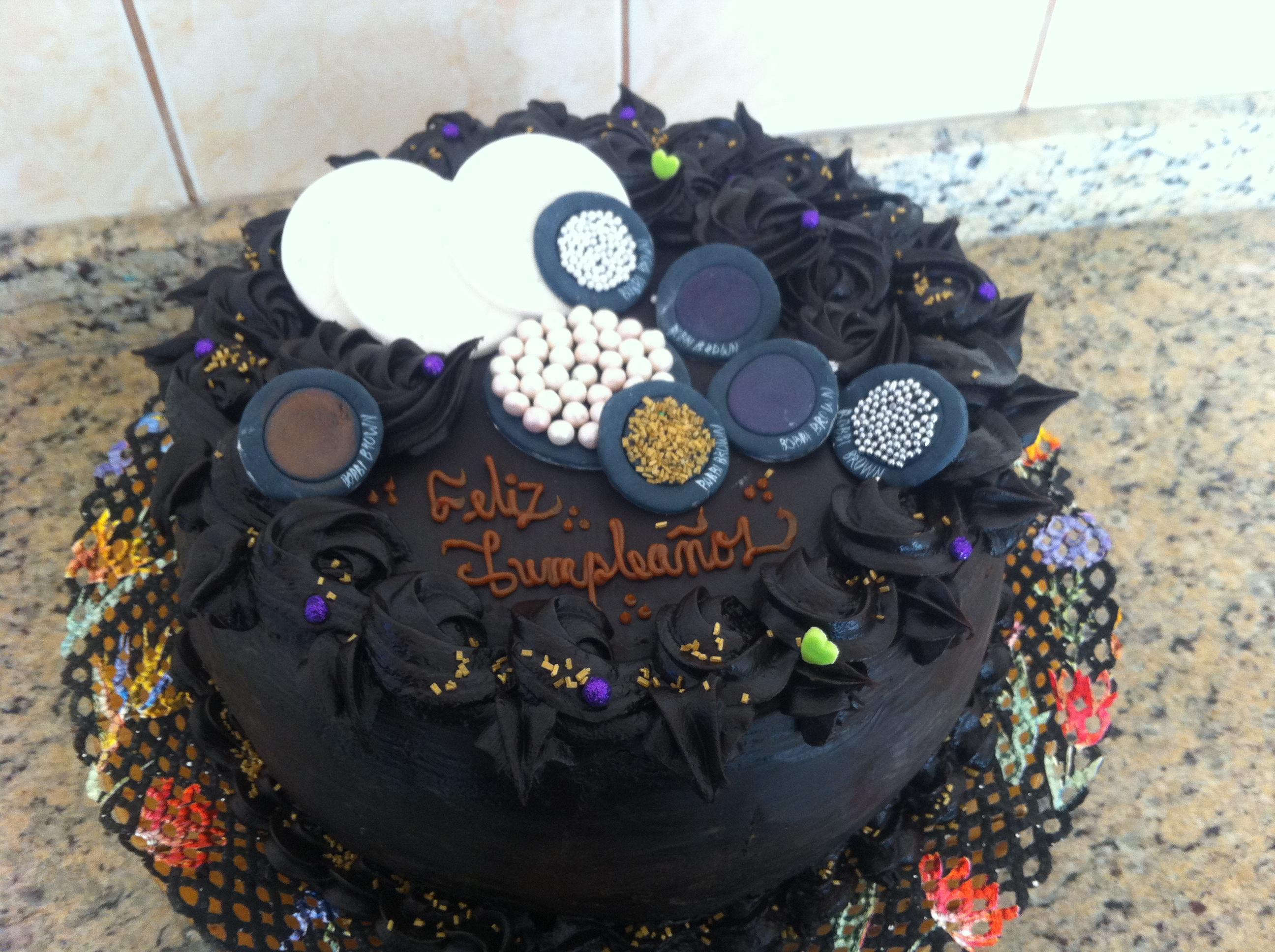 Pastel de chocolate y maquillaje