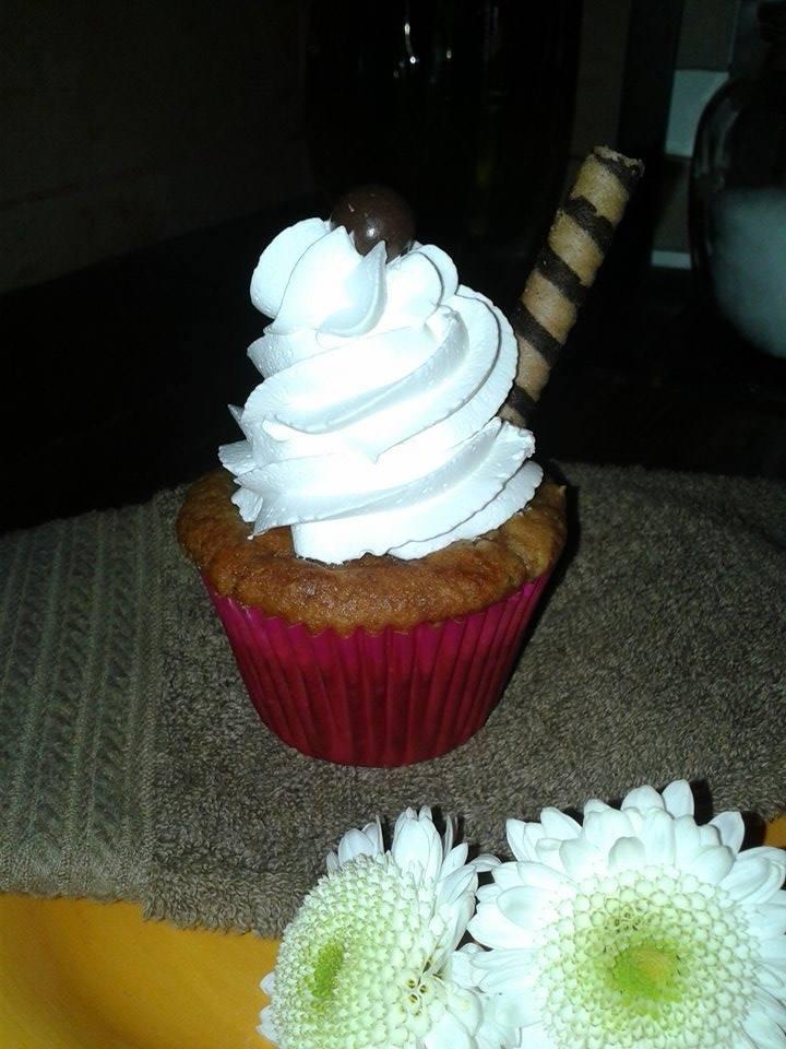 Cupcake de chantilly y barquillo