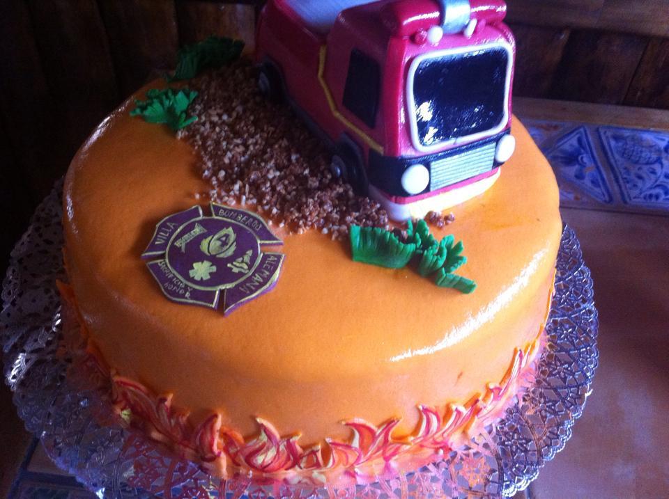 Pastel carro de bomberos