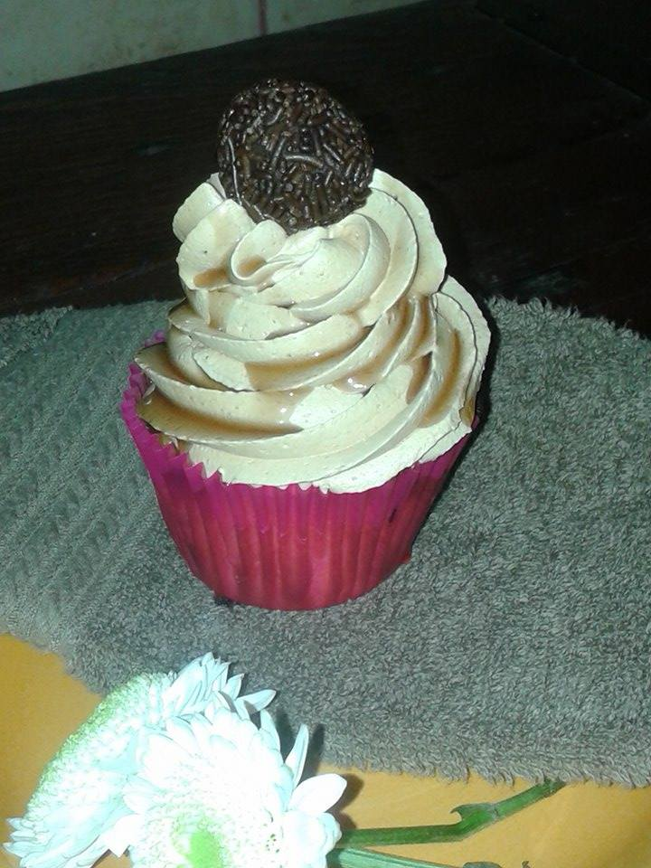 Cupcake de mousse de manjar y trufa