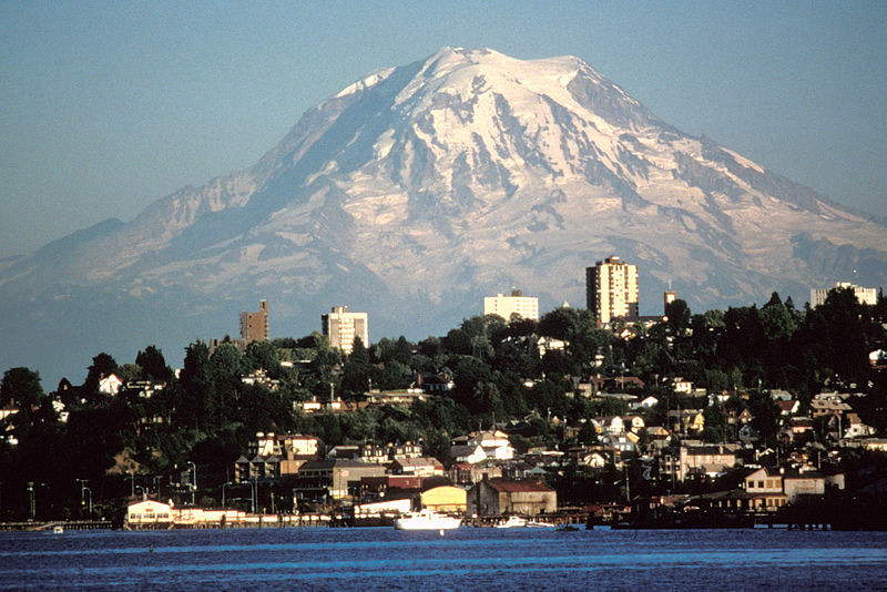 Mount Rainier rising behind Seattle. (Wikimedia Commons)