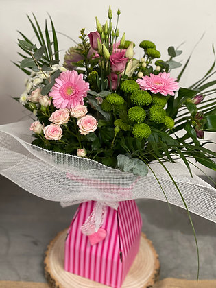 Hand tied Pink bouquet in boxed Vase