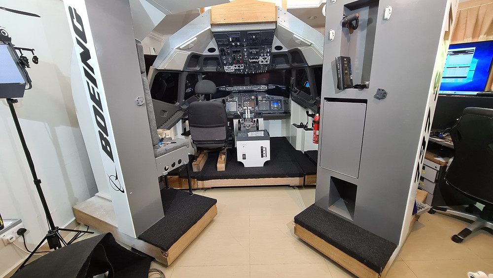 737DIYSIM fits carpet to the flooring.