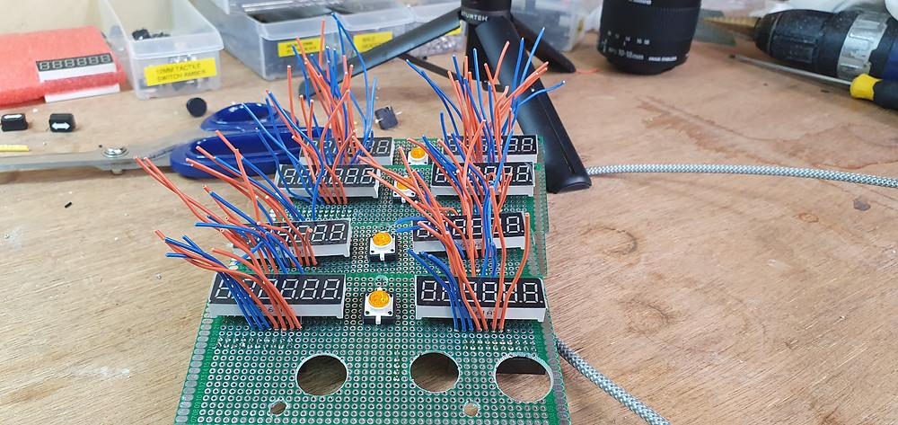 737DIYSIM attaches the 7 segment displays to the radio panels