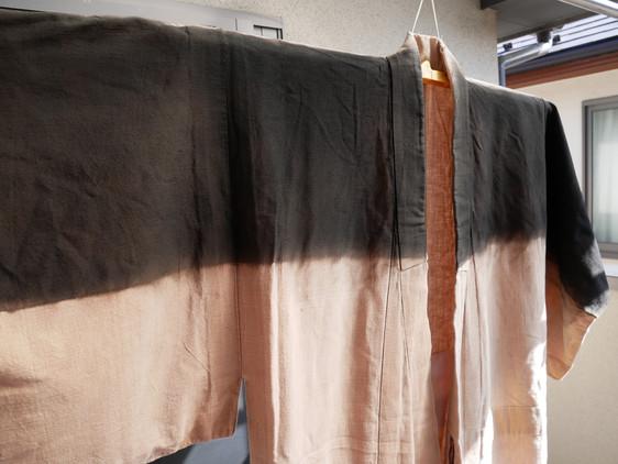 着古した木綿の着物の裾の部分染めをしてみました その2
