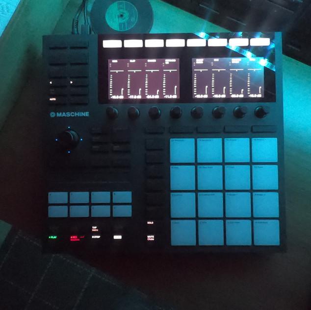 NI Maschine drum machine