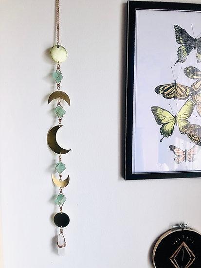Guirlande verticale de phase lunaire et fluorite