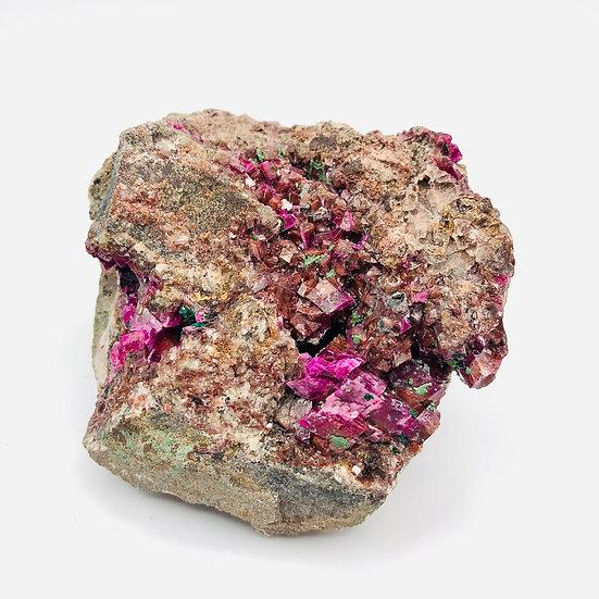 Cobalto Calcite rose | brut avec cristallins cubiques et dépôts de malachite