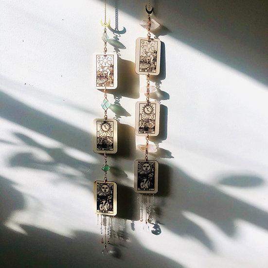 Guirlande verticale | tarot, cristaux et capteurs de soleil