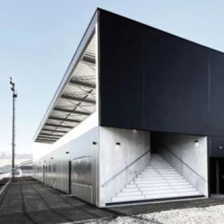 Démolition et reconstruction de la tribune et vestiaires d'un stade de rugby et athlétisme