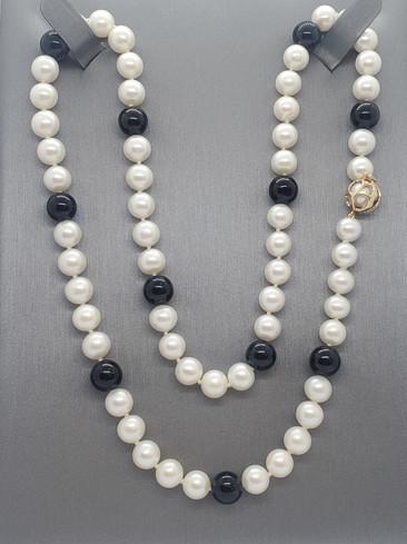 Pearls Black n White pacman.jpg