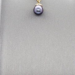 Pearl round black drop.jpg