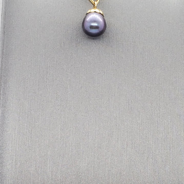 Pearl round black drop.jpg