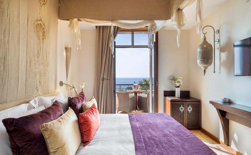 Hotel De Luxe-3.jpg