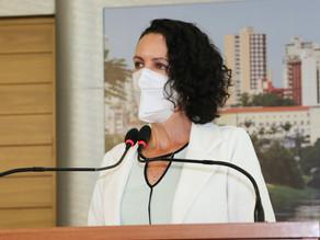 Fernanda apresenta parecer coletivo contra projeto que retira poder deliberativo dos conselhos