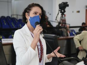 Fernanda oficia Urbes pela aplicação de multa ao veículo que transportou prefeito e presidente