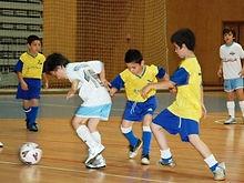 futsal1_1_750_999.jpg