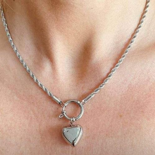 Collana con maglia intrecciata e cuore