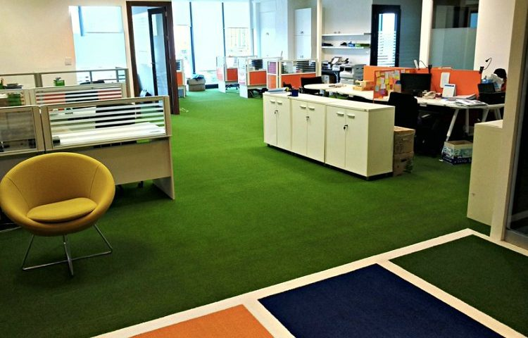 Artificial-Grass-for-Commercial-Use-750x