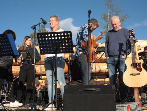 Siv Haldis Aas og Linda Lien Solås samlet 250(!) mennesker i Vegusdal
